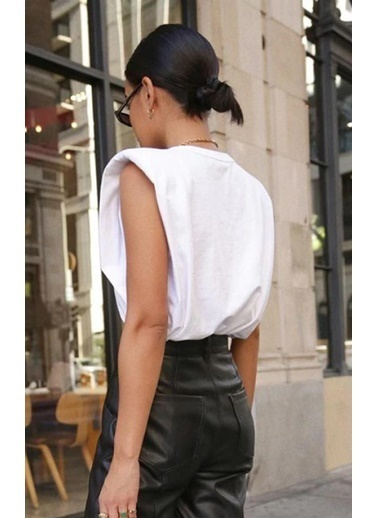 BLACK&GRACE Kadın Beyaz Omuz Pedli Sıfır Kol Bluz Beyaz